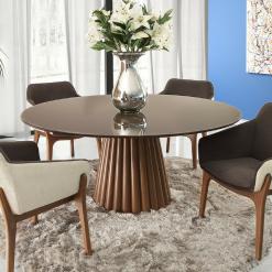 Mesa de jantar redonda em madeira maciça