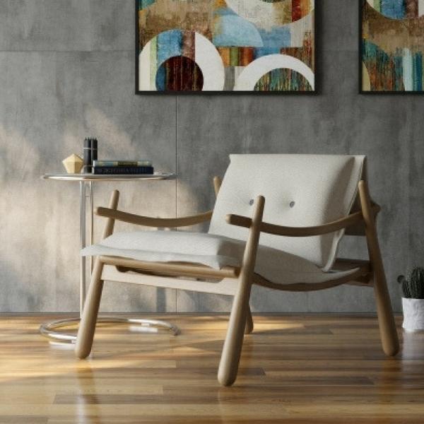 Poltrona de madeira maciça
